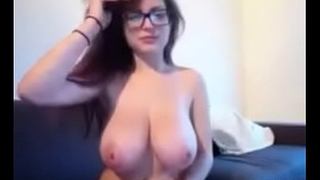 Sexy Babe with big tits with an increment of glasses (8camz.com)