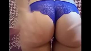Amateur Strips And Shakes That Beamy Round Ass