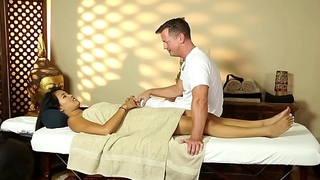 Asian beauty pussyfucked during massage