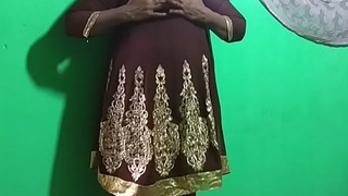 desi  indian tamil telugu kannada malayalam hindi horny vanitha showing big boobs and shaved pussy  press hard boobs press nip rubbing pussy masturbation using cucumber